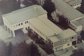 DICTATOR Firmengebäude 1983