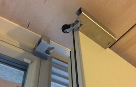 Retenedor VS 2000 puerta principal horizontal