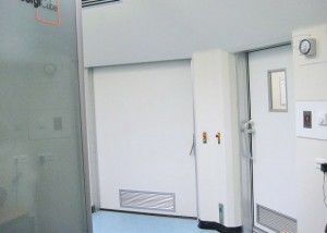 Interlock terminals between operating room doors