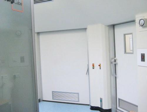 Directivas sanitarias en hospitales – rehabilitación con un sistema de control de puertas con función de esclusa