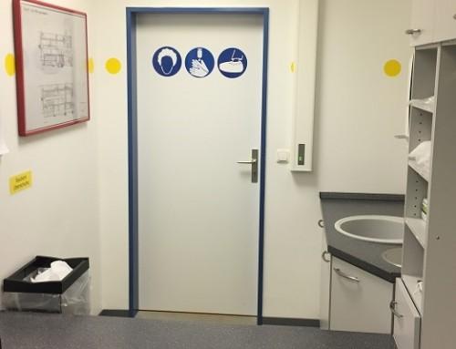 Instalación posterior de sistemas de control de puertas con función de esclusa – ¡sin problema!