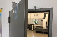 Retenedor de puertas en laboratorio de medición