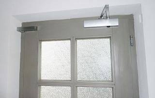 Türdämpfer horizontal an Schließkante