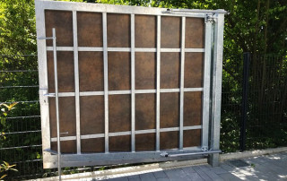 Access gate on ascending plot
